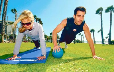 Santa Monica fitness couple exercising